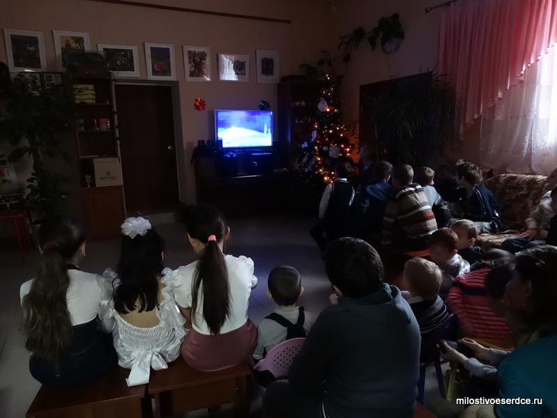 Смотрим мультфильм о Рождестве